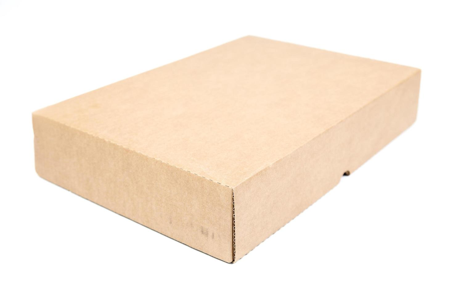 boîte de papier brun sur fond blanc photo