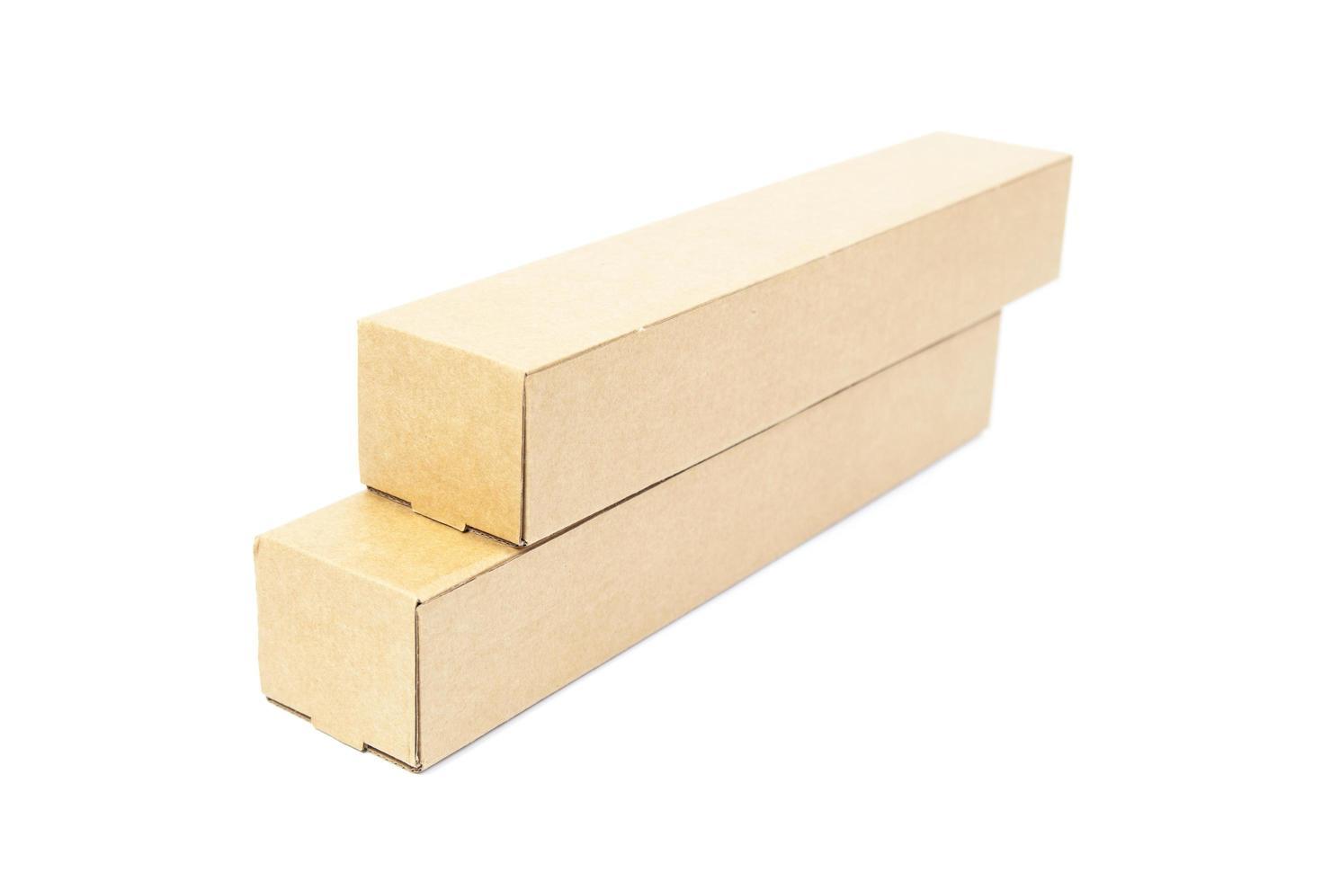 boîtes en carton marron sur fond blanc photo