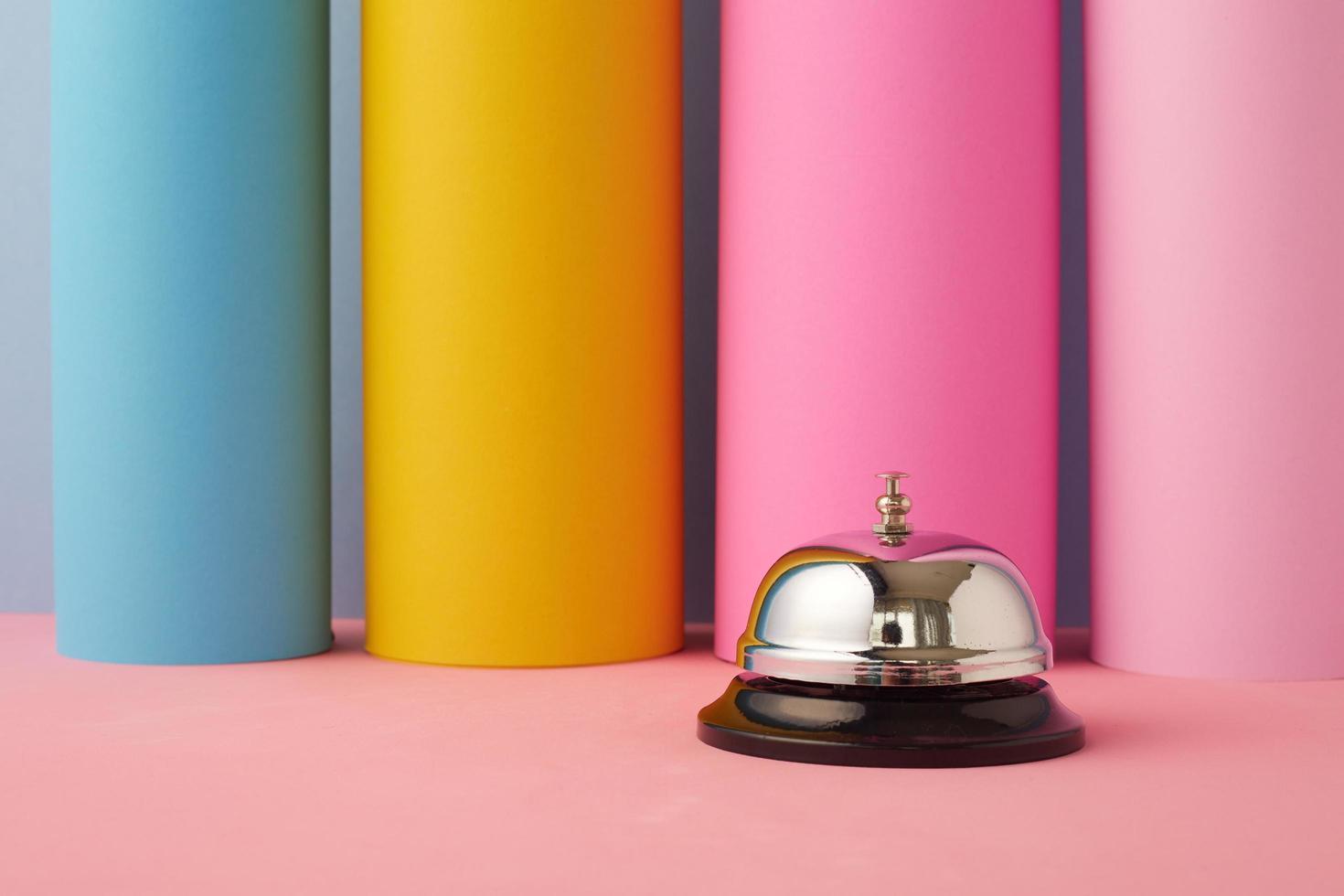 service bell sur fond pastel photo