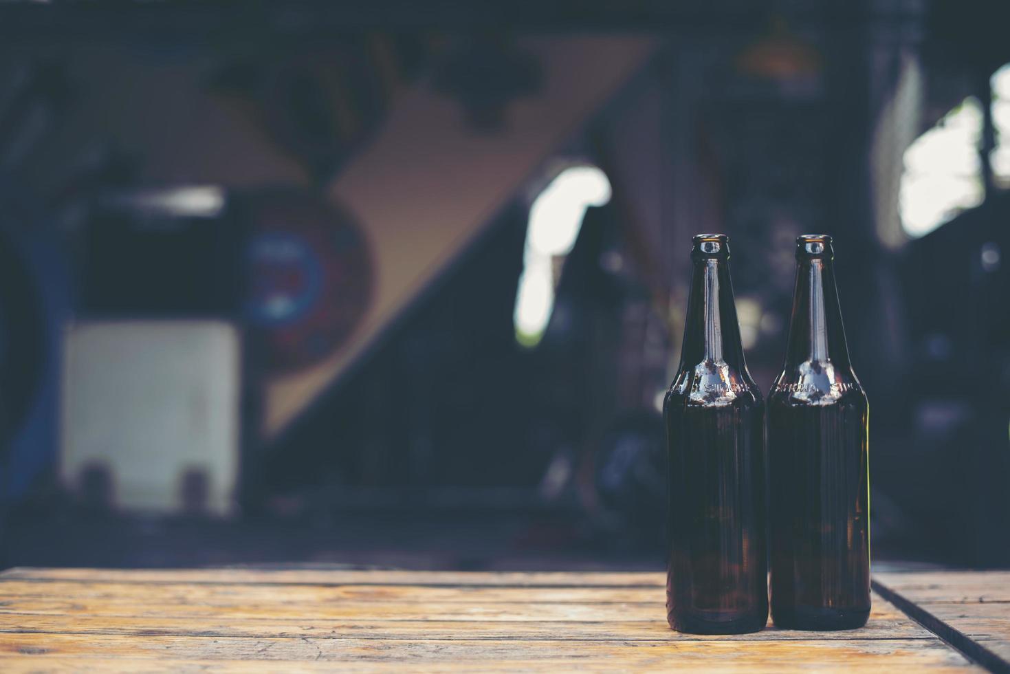bouteilles en verre de bière photo