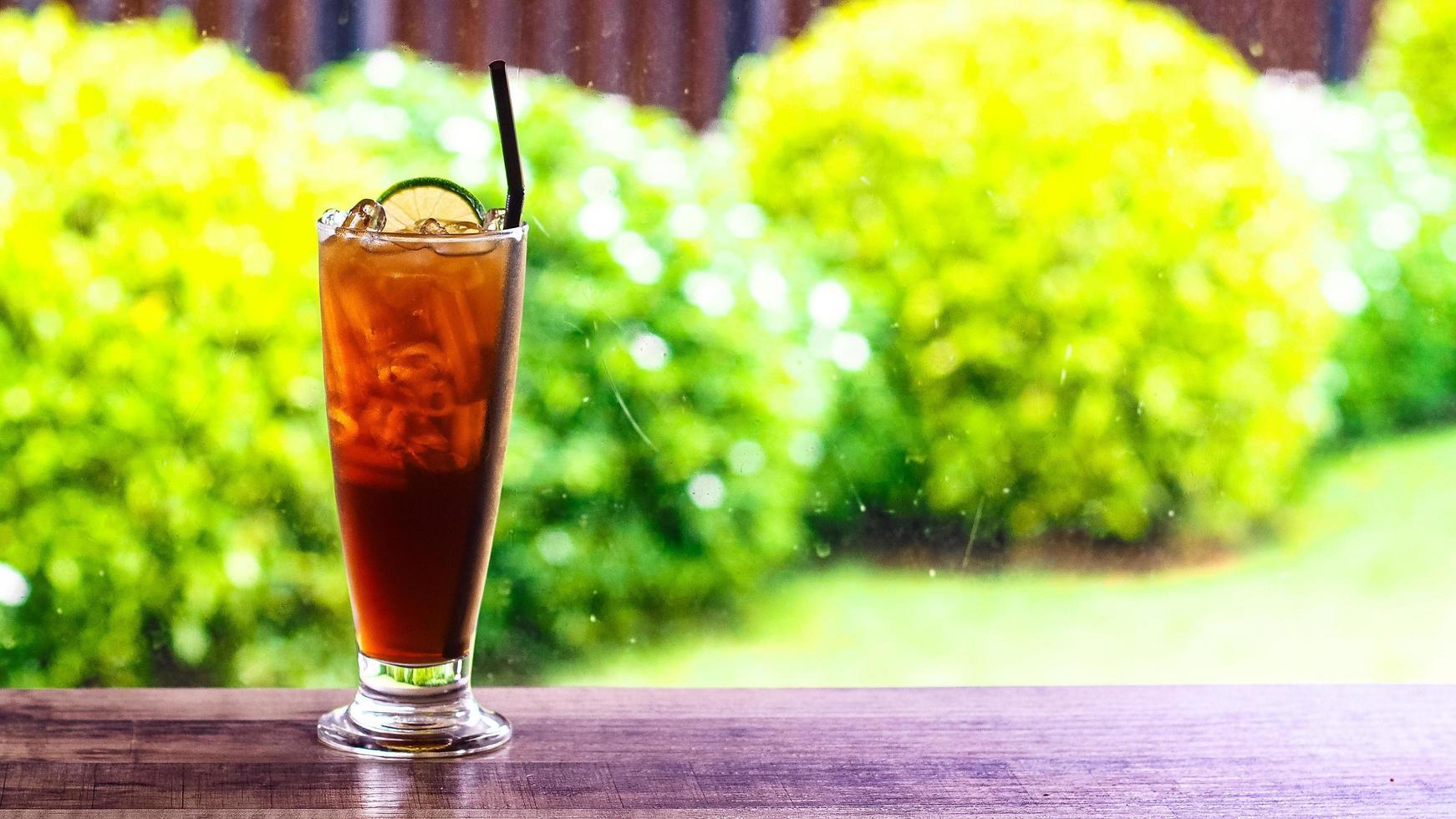thé glacé avec tranche de citron photo