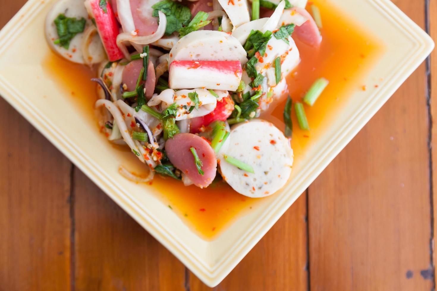 salade thaïlandaise épicée photo