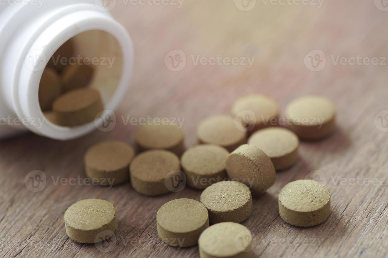 pilules de comprimé brun photo