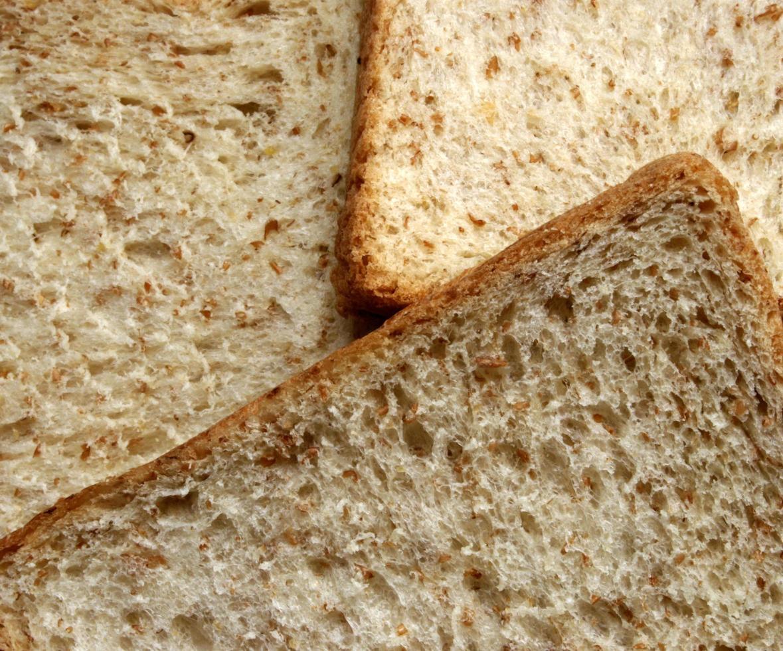 tranches de pain de blé photo