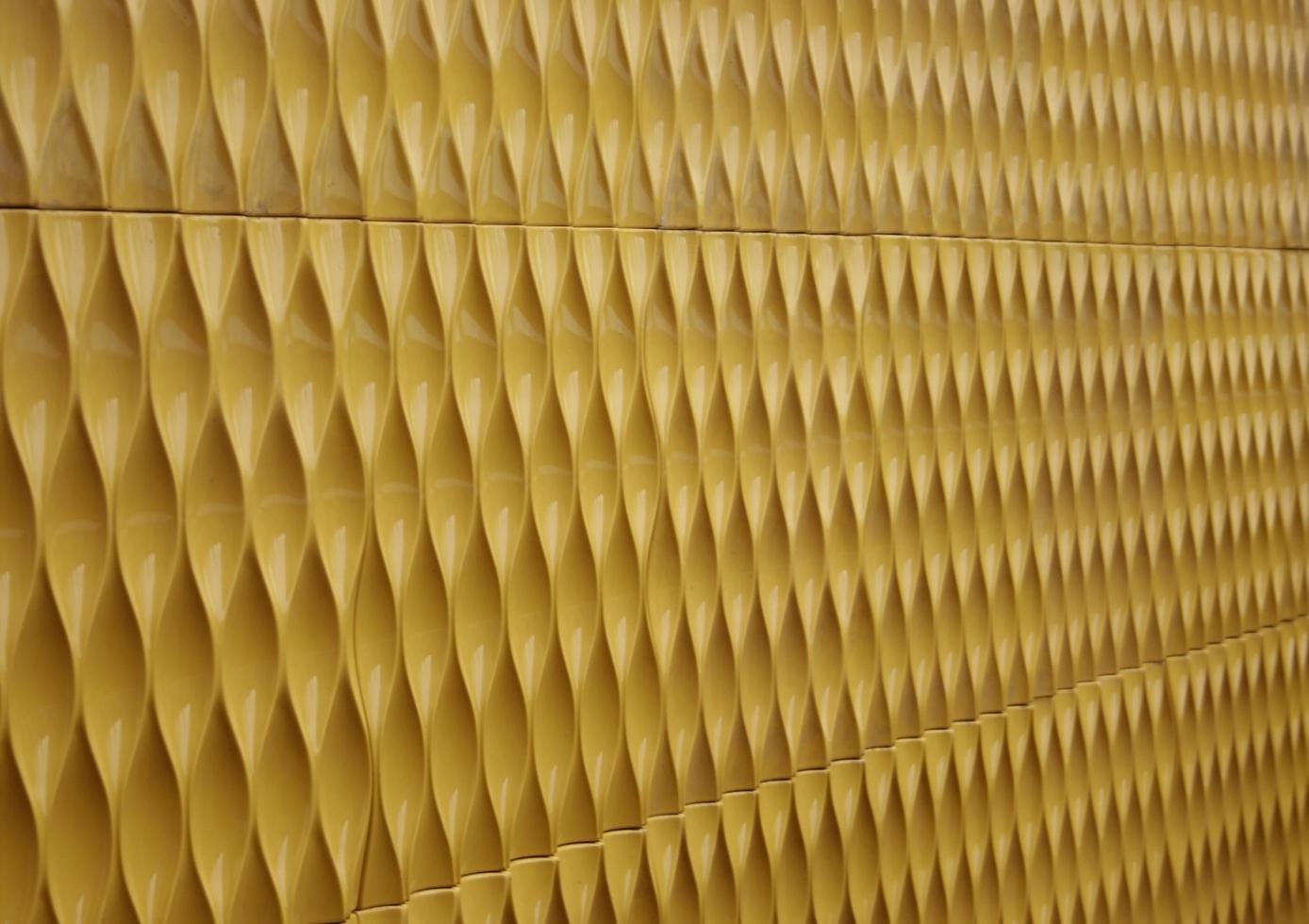 métal ondulé jaune photo