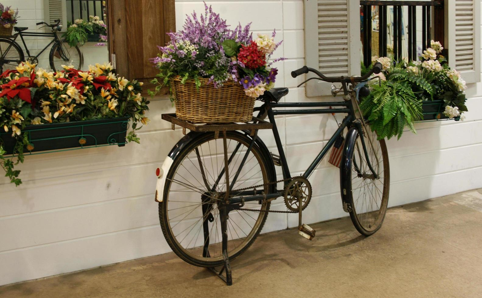 vélo avec des fleurs photo