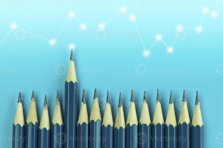 crayons sur fond bleu photo