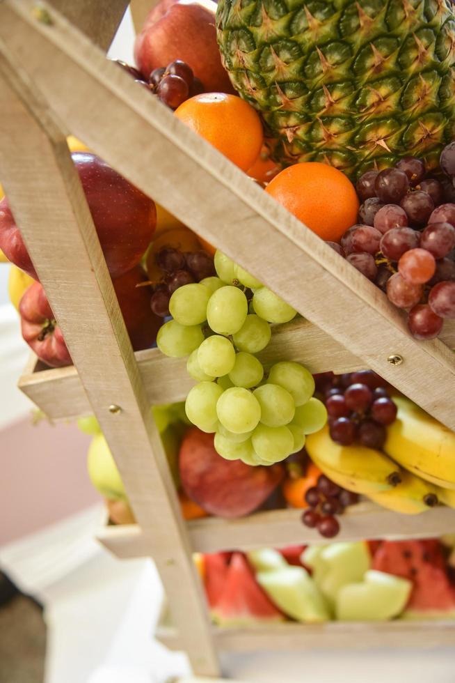 Art abstrait marché fond fruits sur un support en bois photo