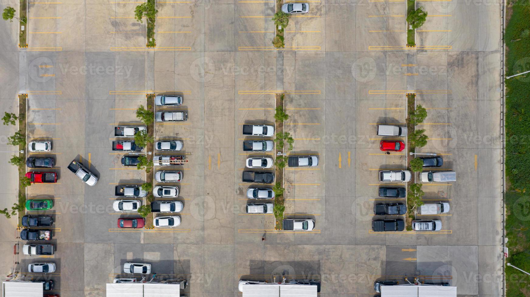 vue de dessus d'un parking extérieur photo