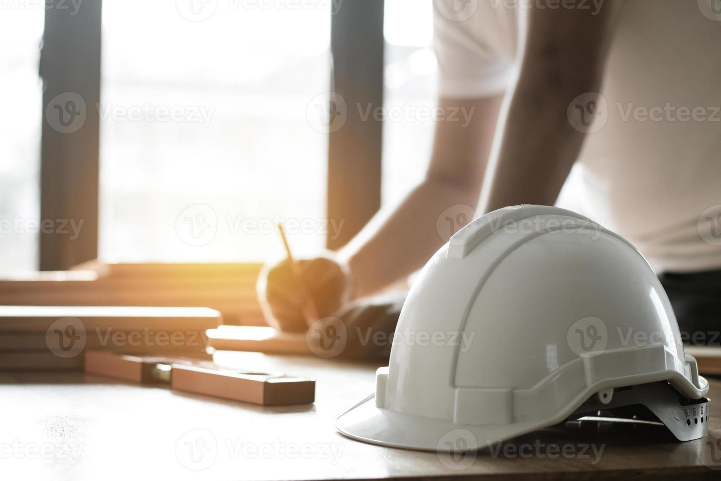 casque sur une table photo