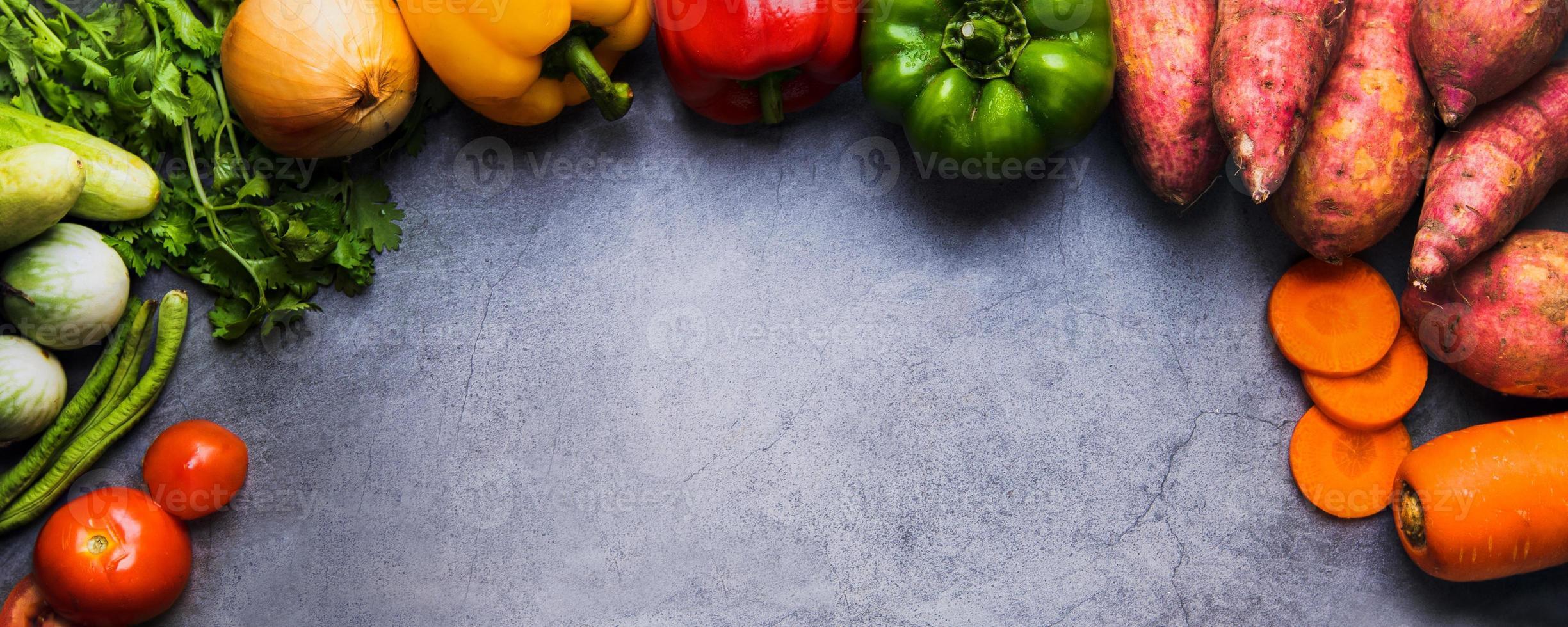 patates douces, carottes et poivrons photo