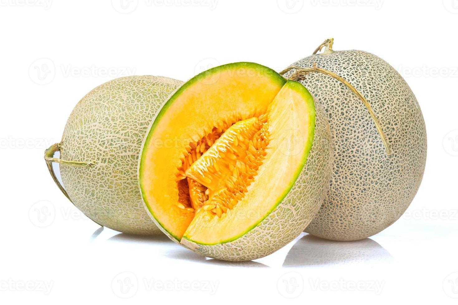 Melon cantalope isolé sur fond blanc photo