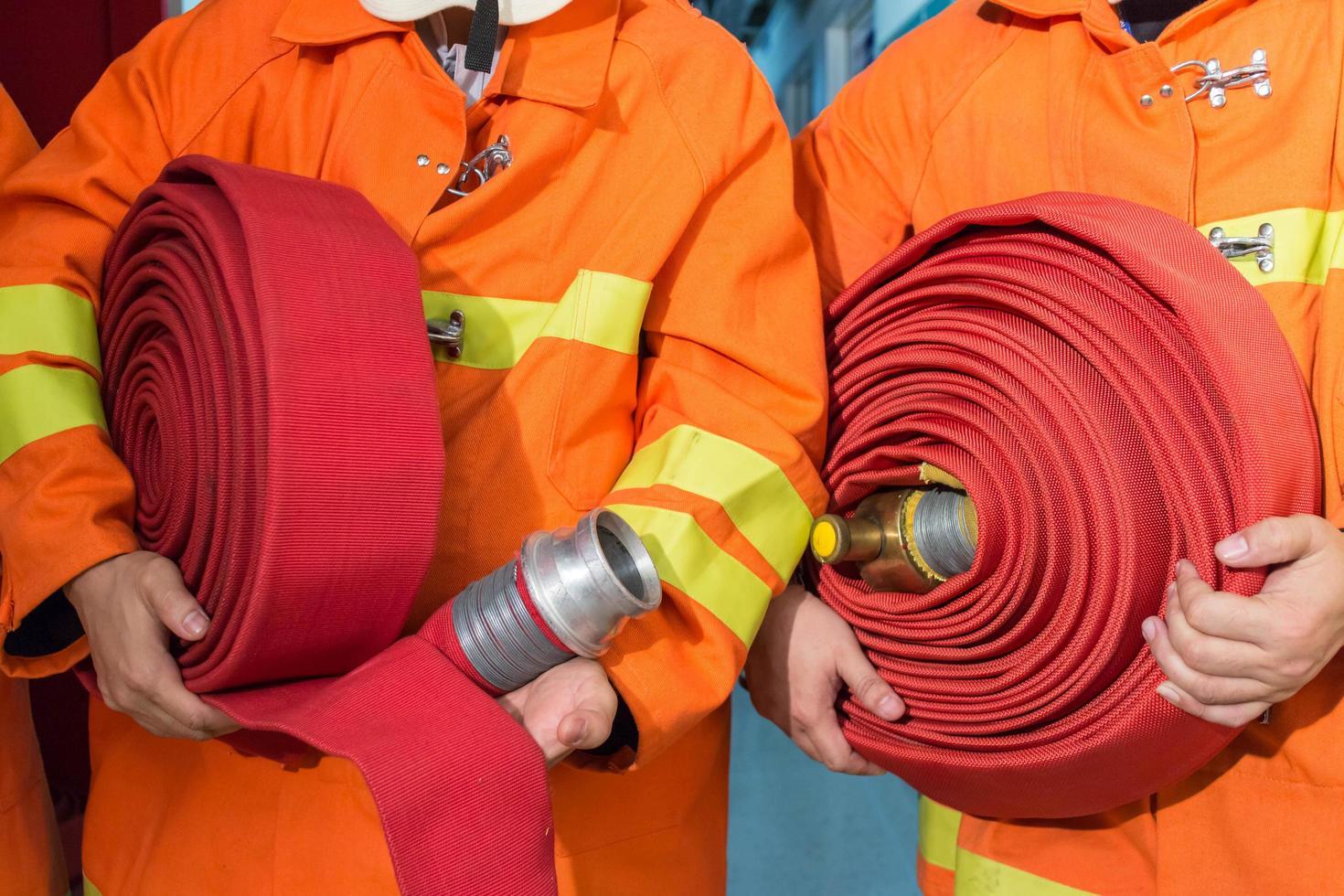 pompiers en tenue uniforme photo