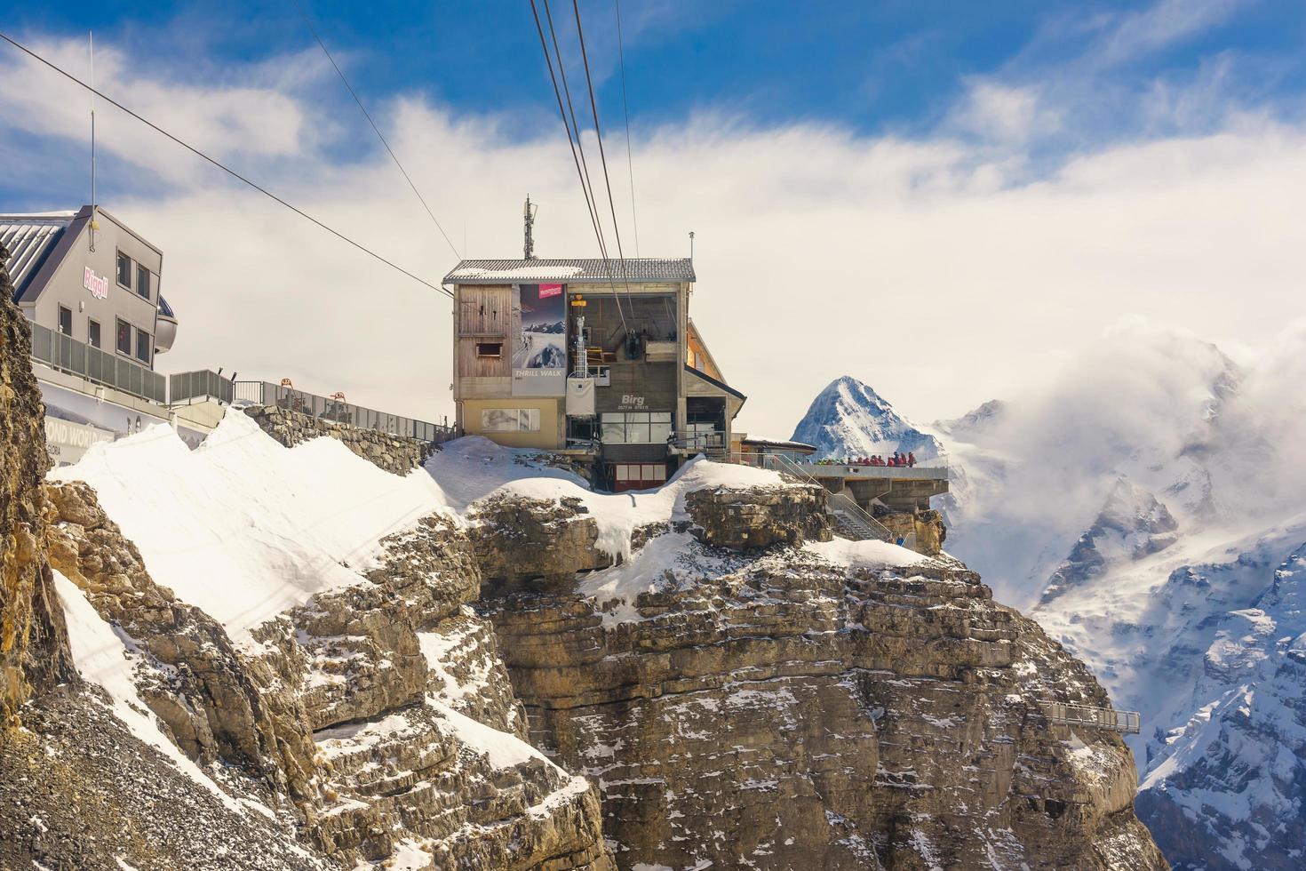 Station de Birg dans les Alpes suisses à Mürren photo