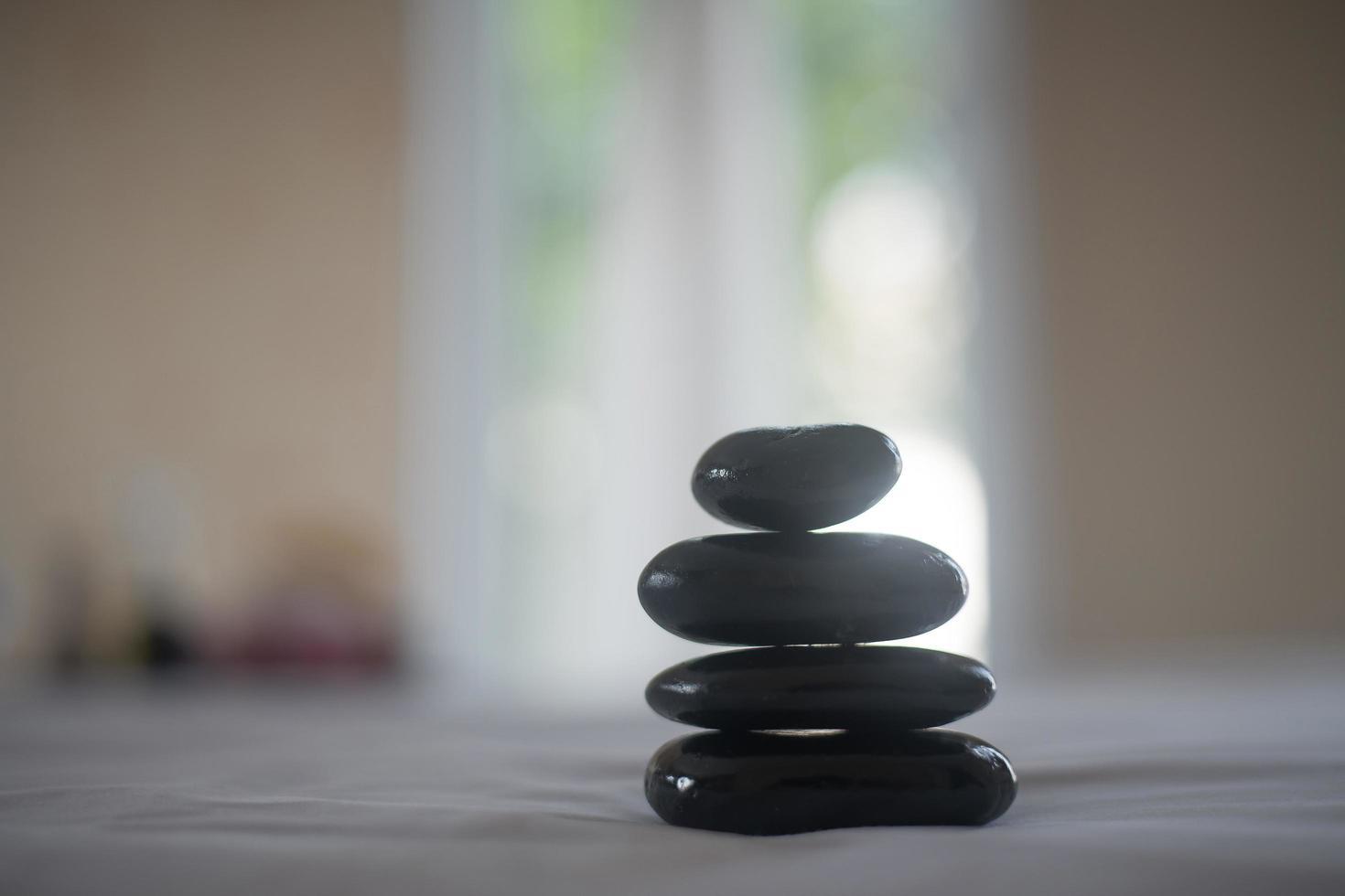 pierres chaudes de spa noir photo