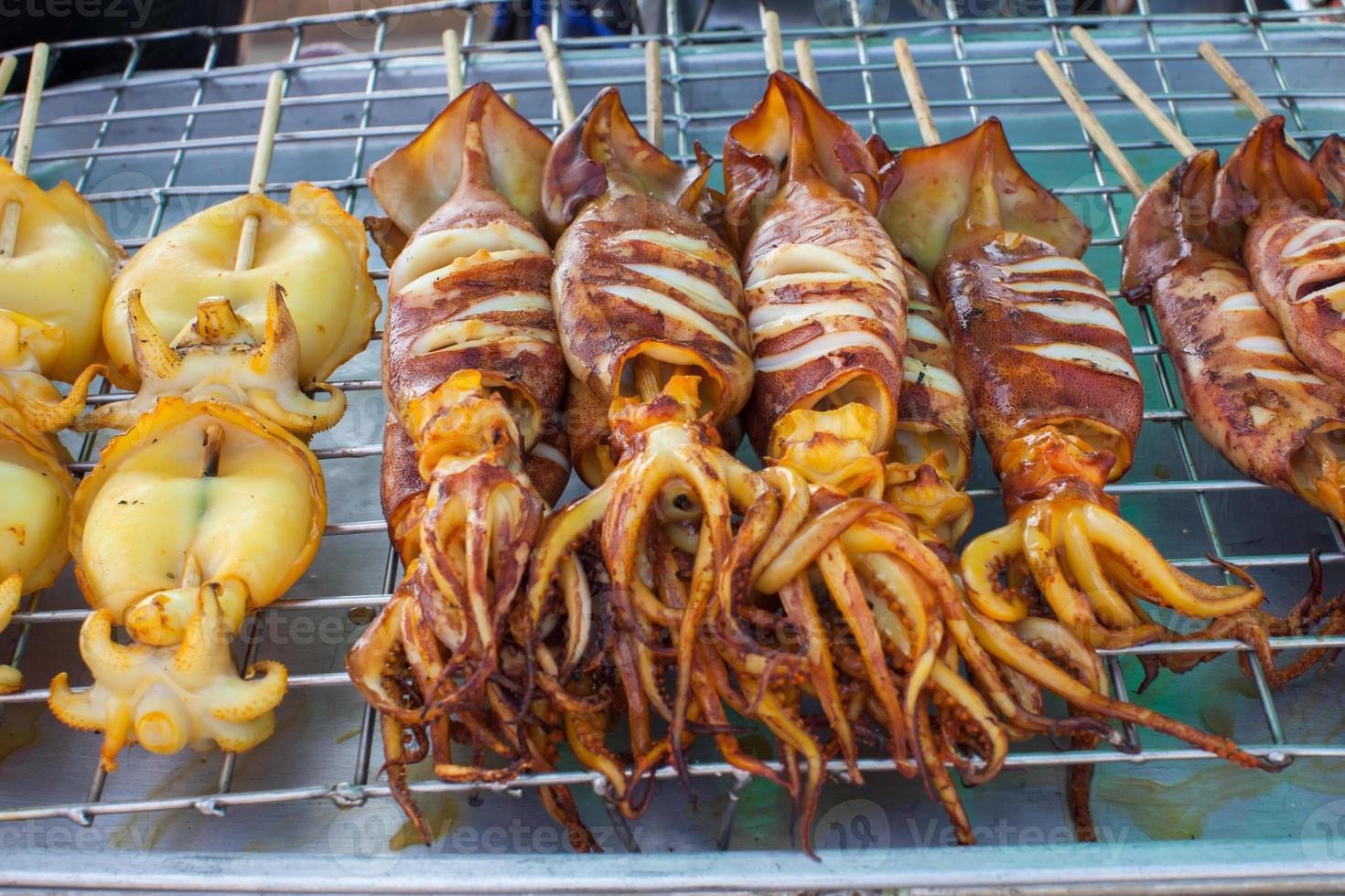 calamars rôtis sur bâtonnets photo