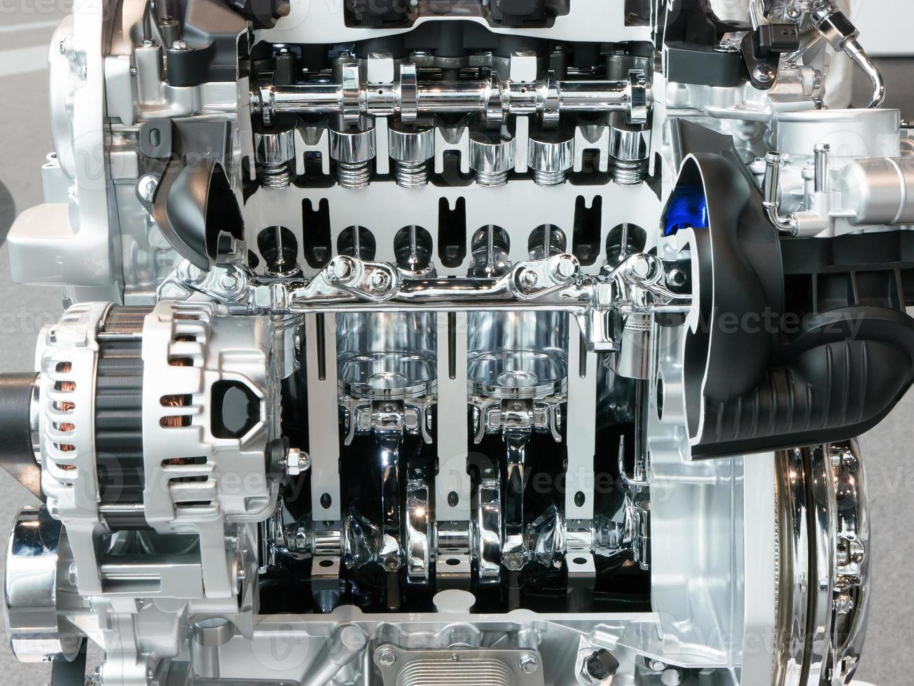 Vue en coupe d'un moteur d'automobile et d'une transmission photo
