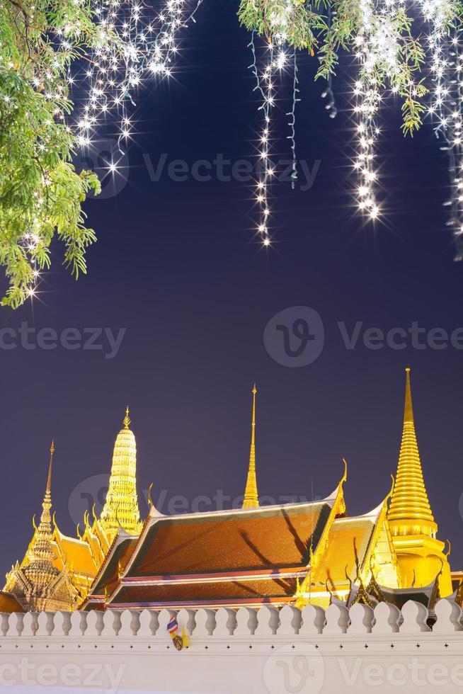 Bangkok, Thaïlande, 2020 - éclairage sur le grand palais la nuit photo