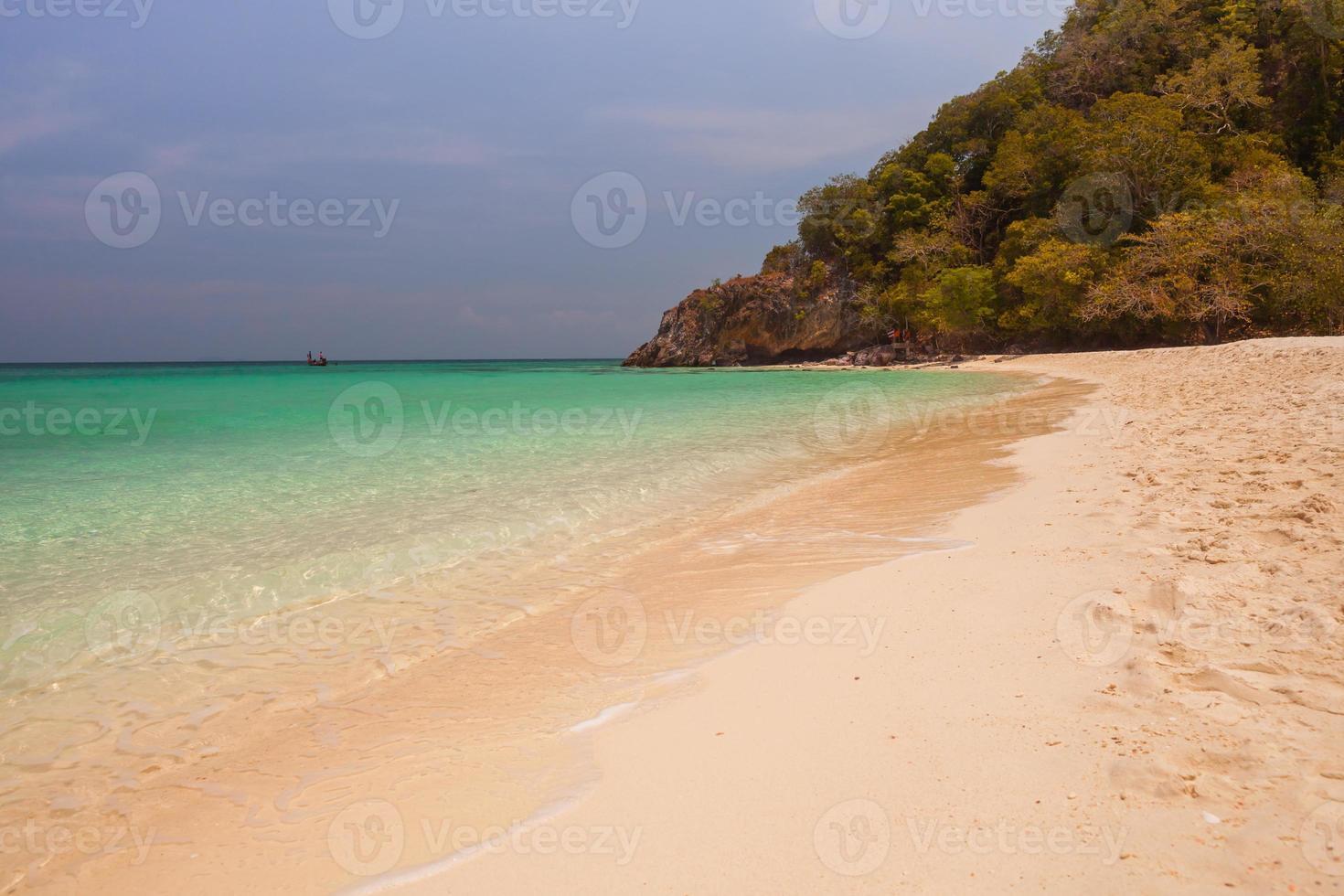plage tropicale le soir photo