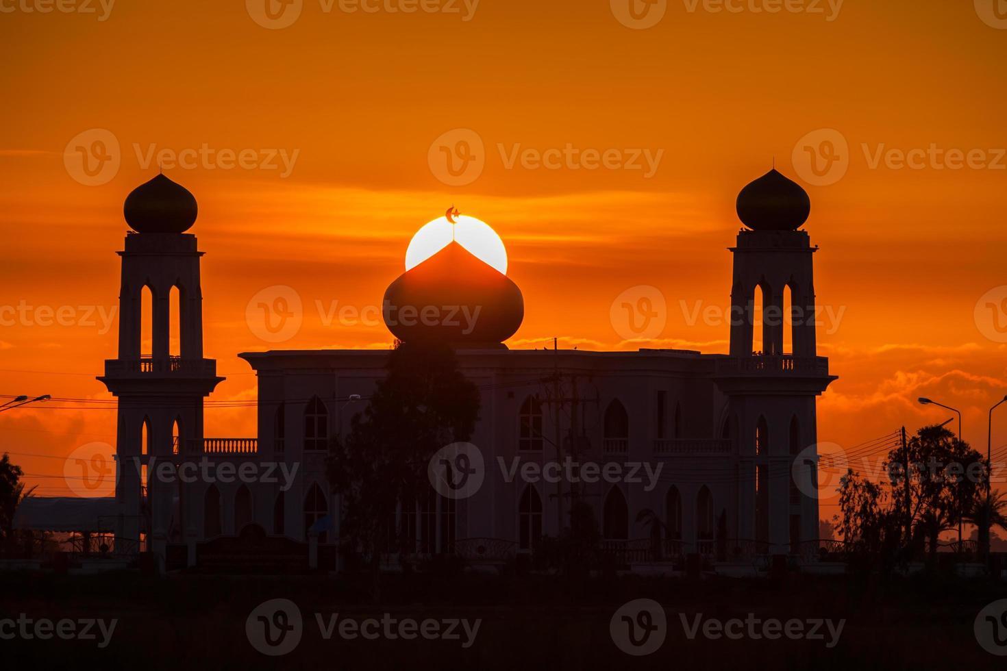 Dubaï, Émirats arabes unis, 2020 - silhouette du grand bur dubai masjid photo