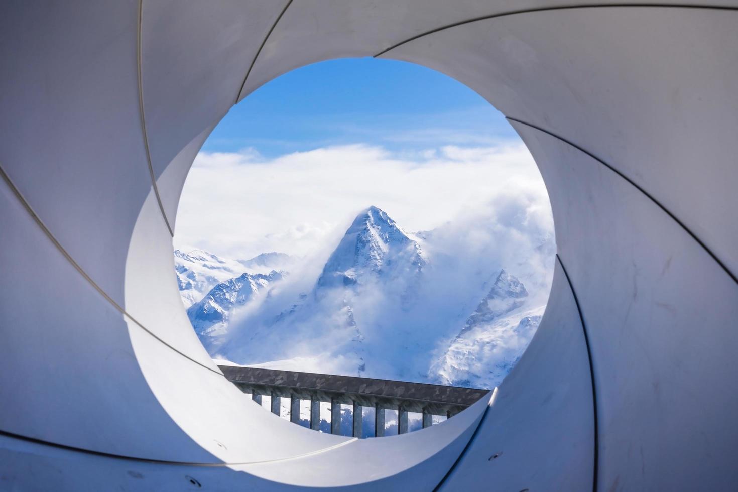 La face nord de l'Eiger vu de la montagne Schilthorn près de Mürren en Suisse photo