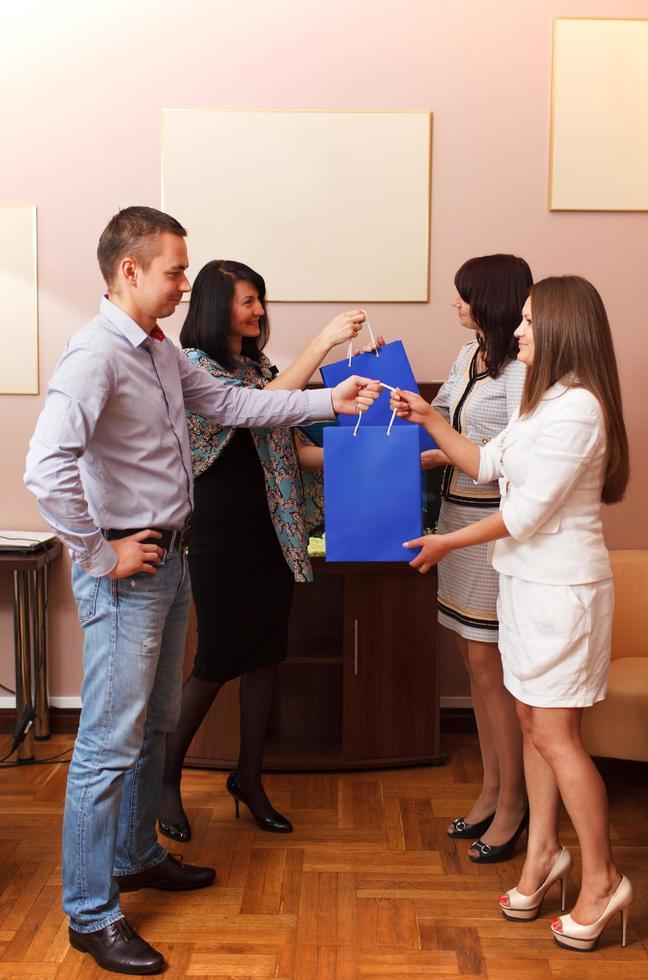 offrir des cadeaux au bureau photo