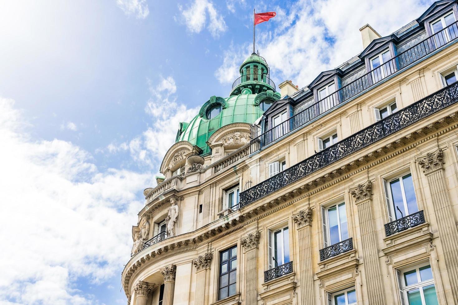 ancien bâtiment à paris, france photo