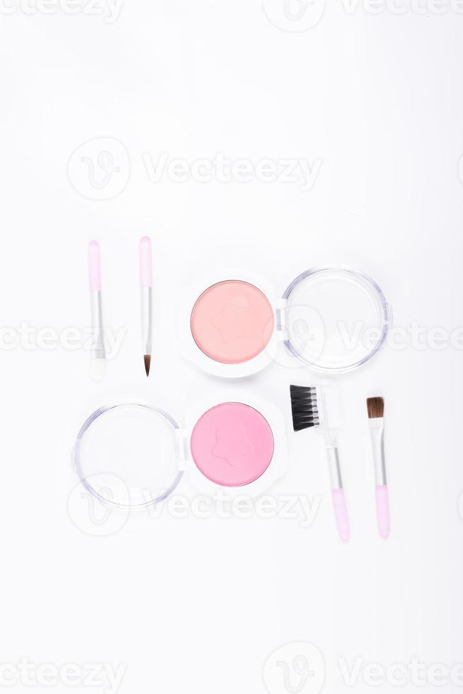 ensemble de maquillage blush isolé sur fond blanc photo