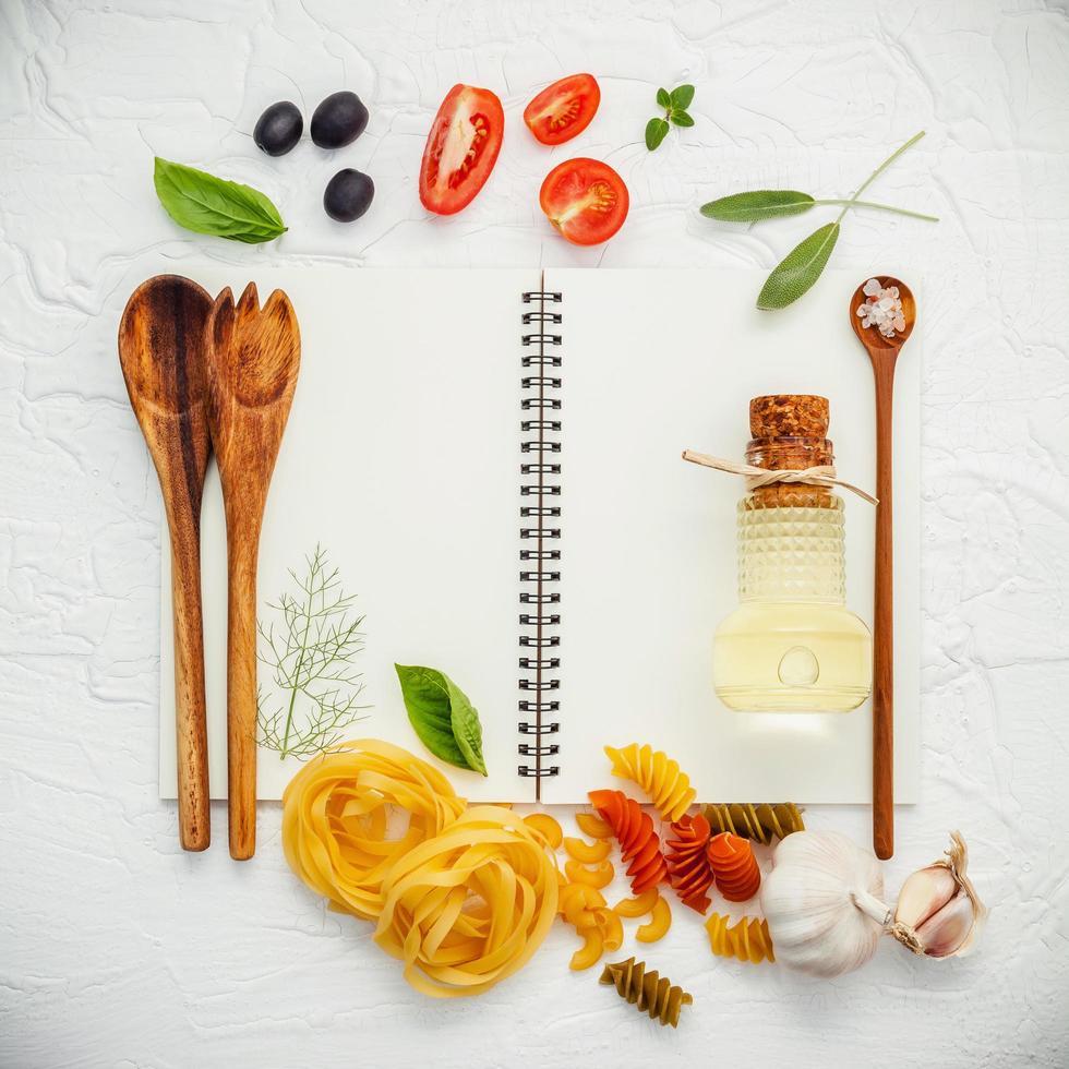 ingrédients de cuisine sur un livre blanc photo