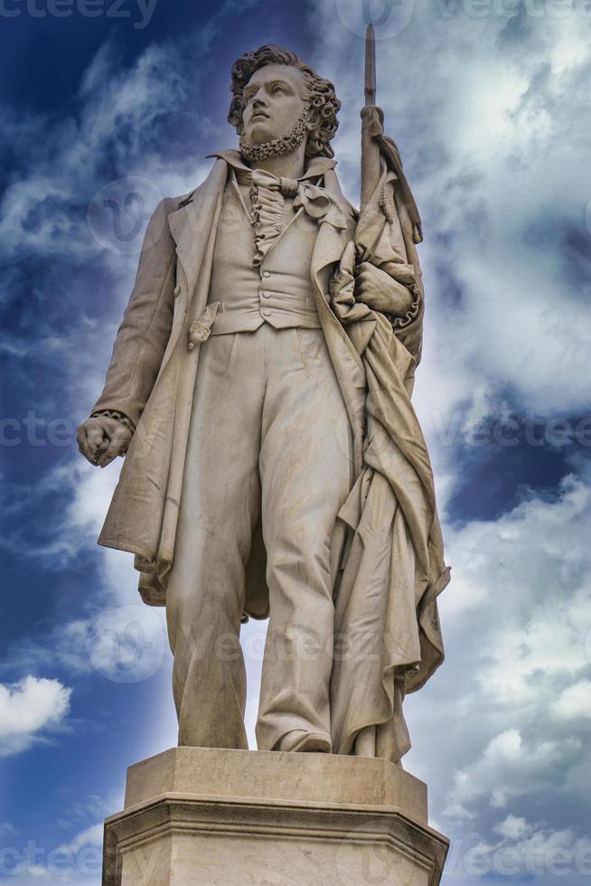 Sculpture de patriote italien Ciro Menotti à Modène, Italie photo