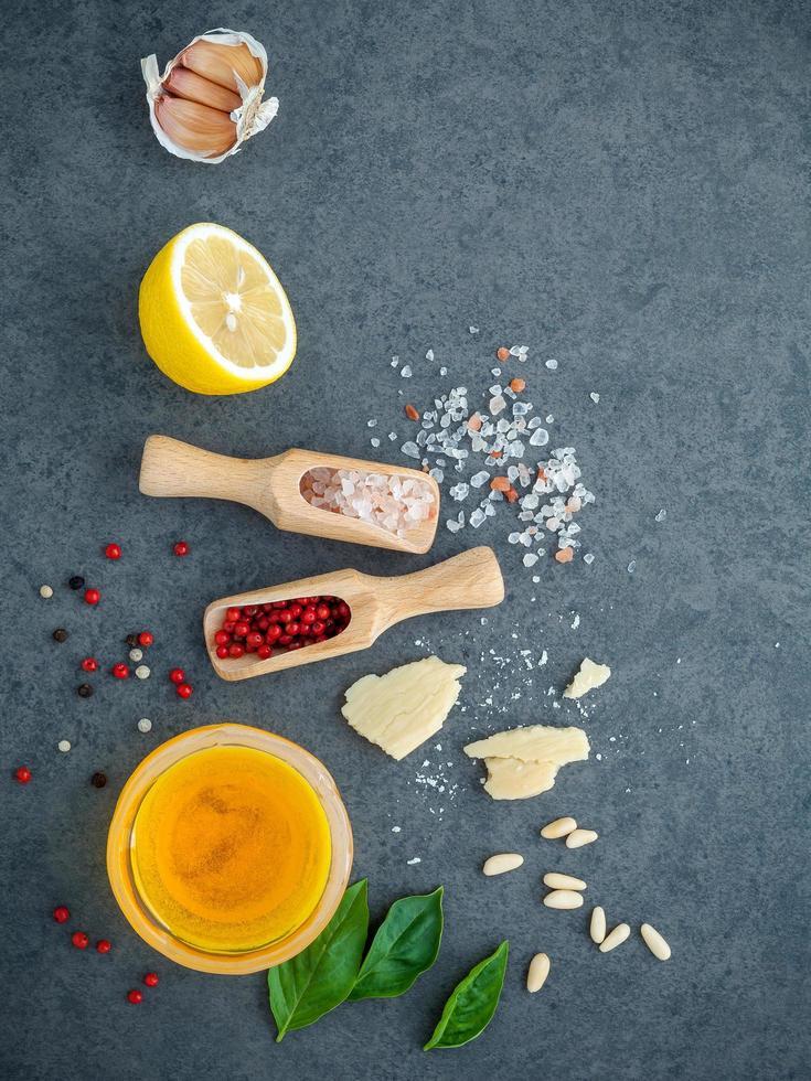 ingrédients pour pesto maison photo