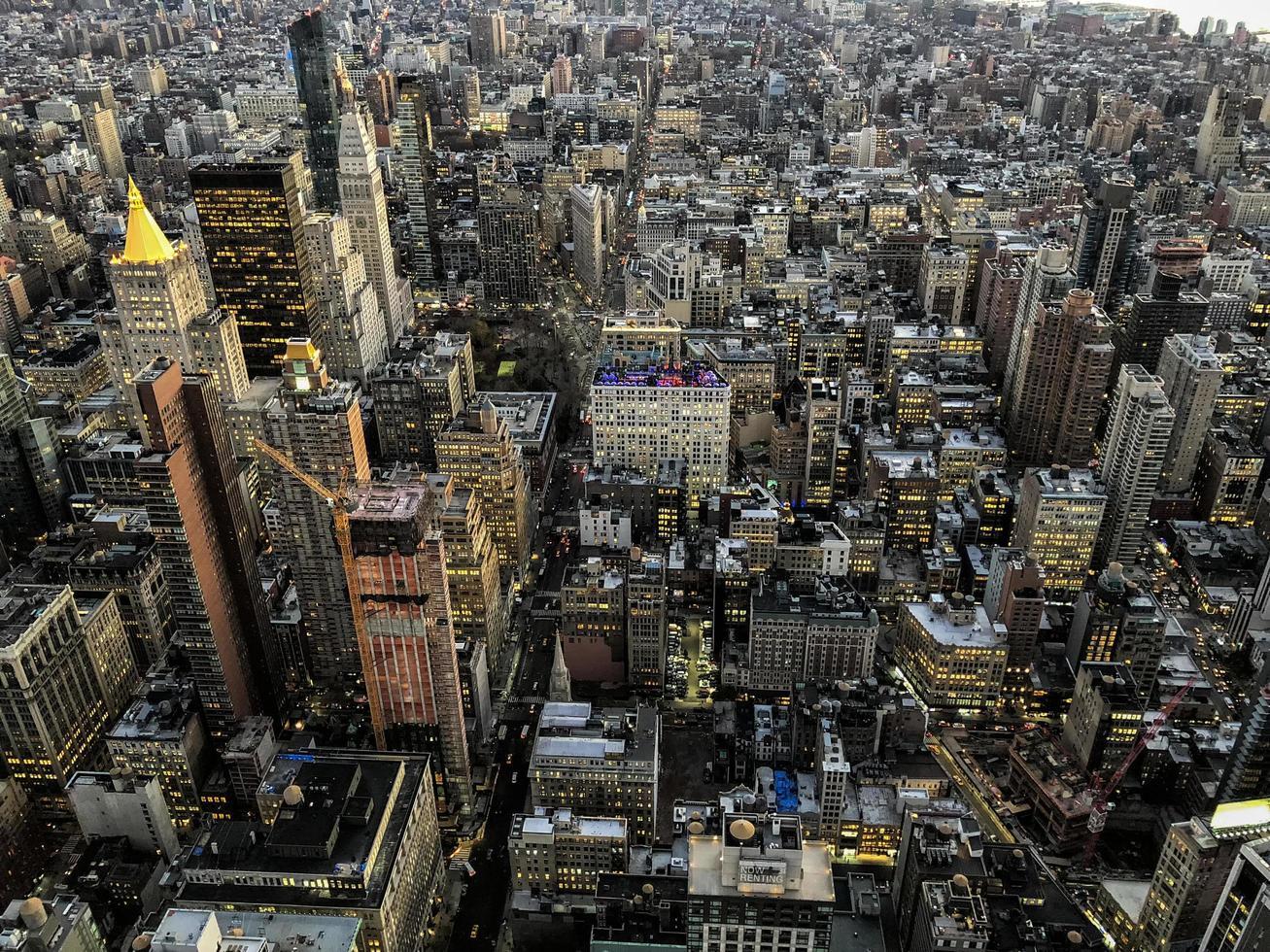 vue aérienne de la ville de new york sur les toits de la ville photo