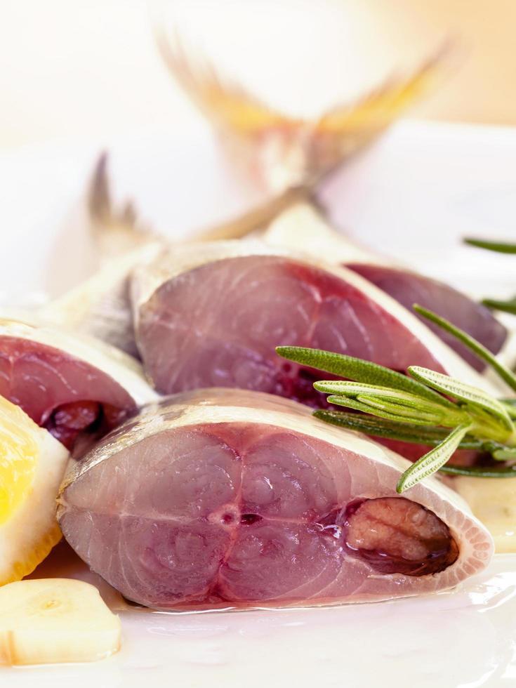 maquereau frais à l'huile d'olive photo