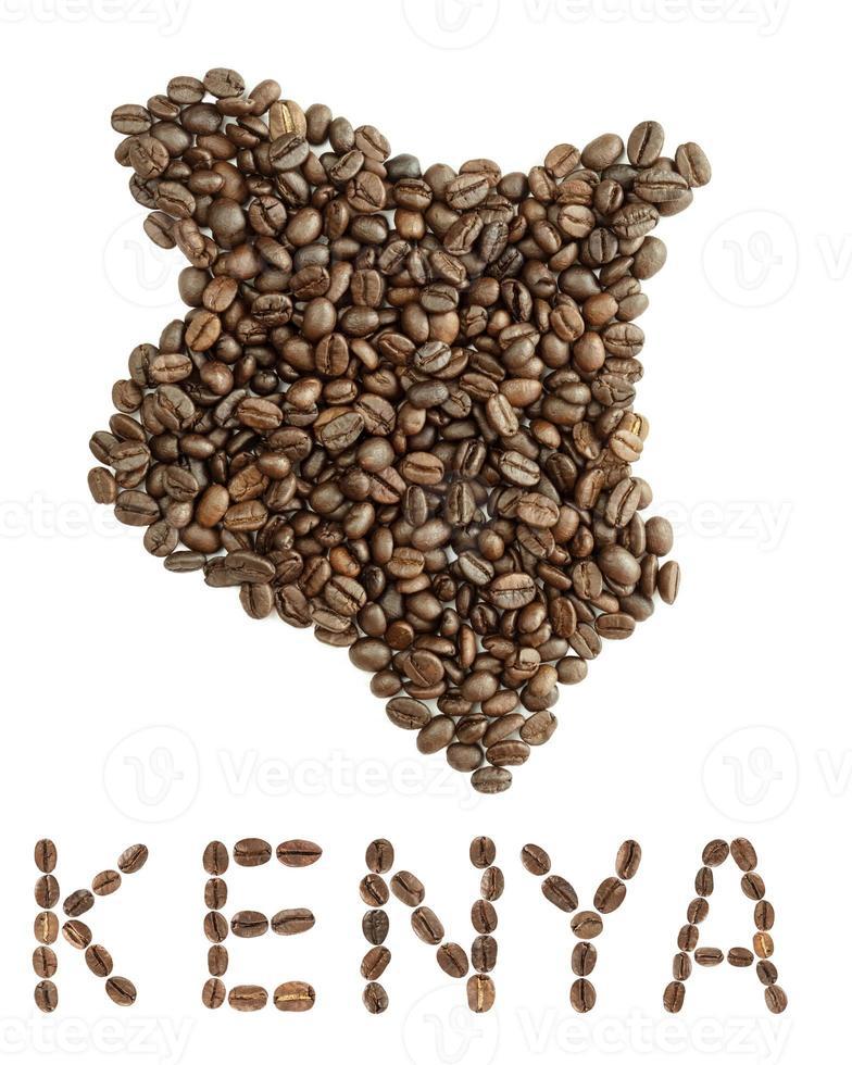 Carte du kenya faite de grains de café torréfiés isolé sur fond blanc photo