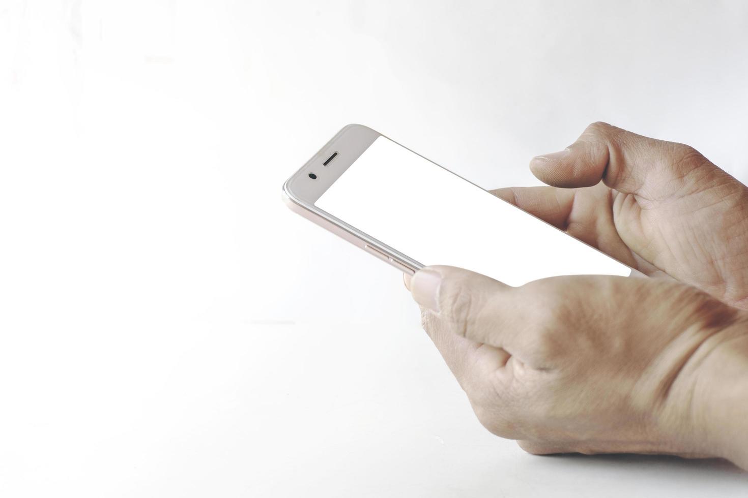 maquette de téléphone mobile avec écran blanc isolé sur fond blanc photo