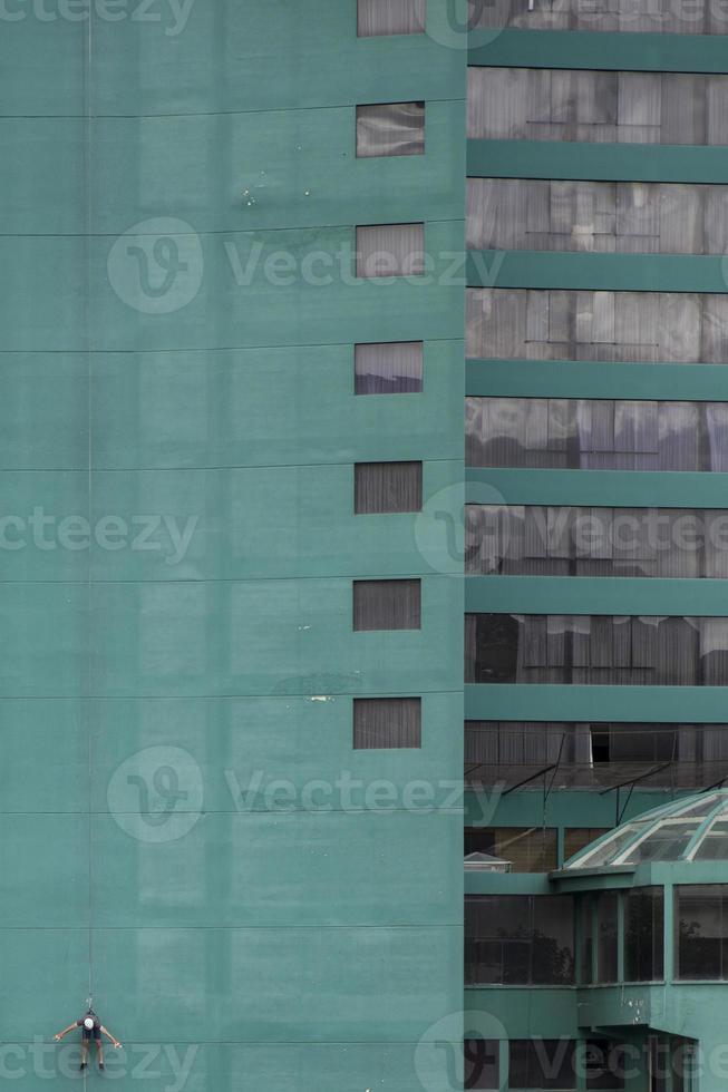 éléments de couleur géométrique de la façade du bâtiment photo