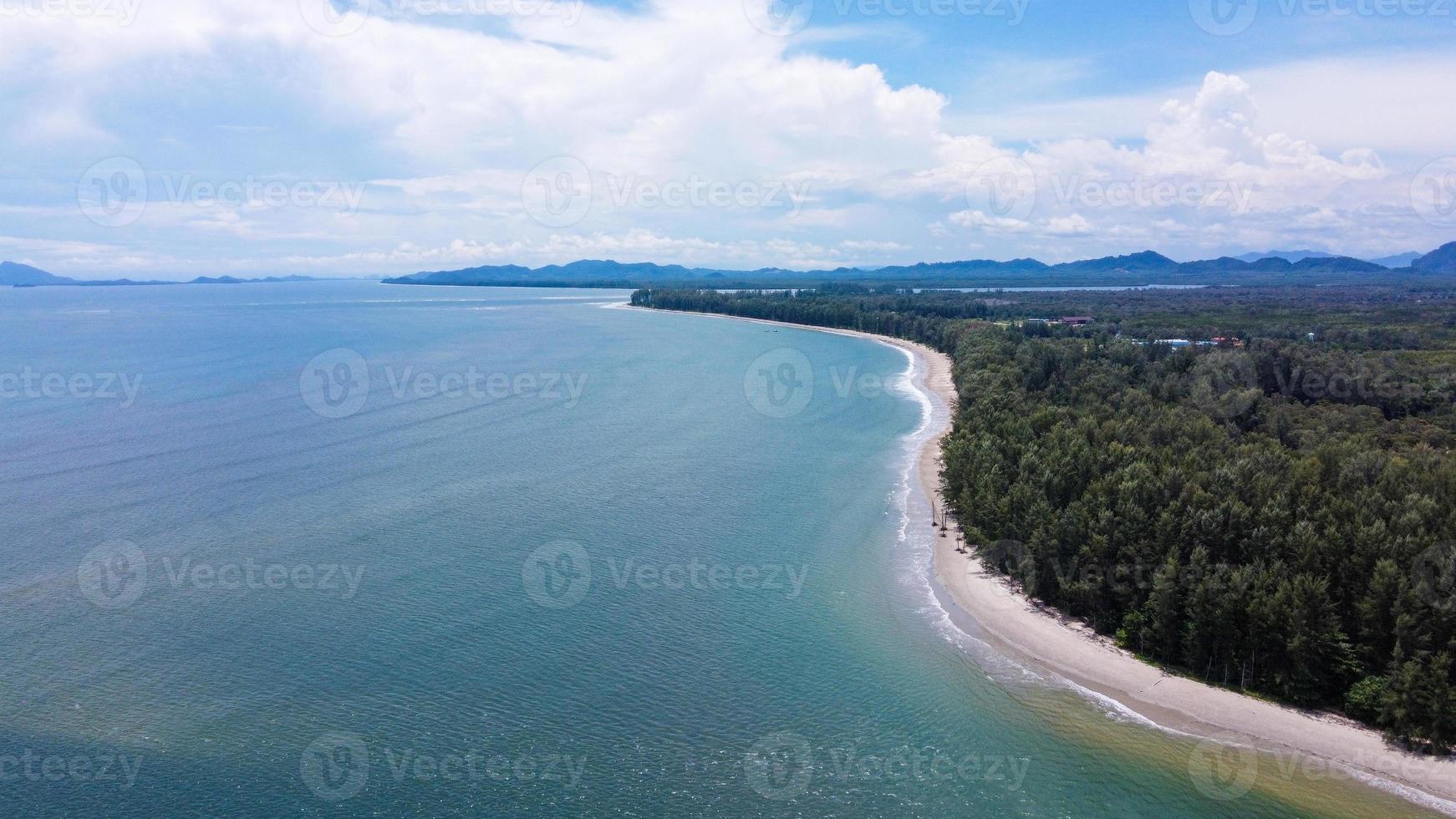 vue aérienne de la mer en thaïlande photo