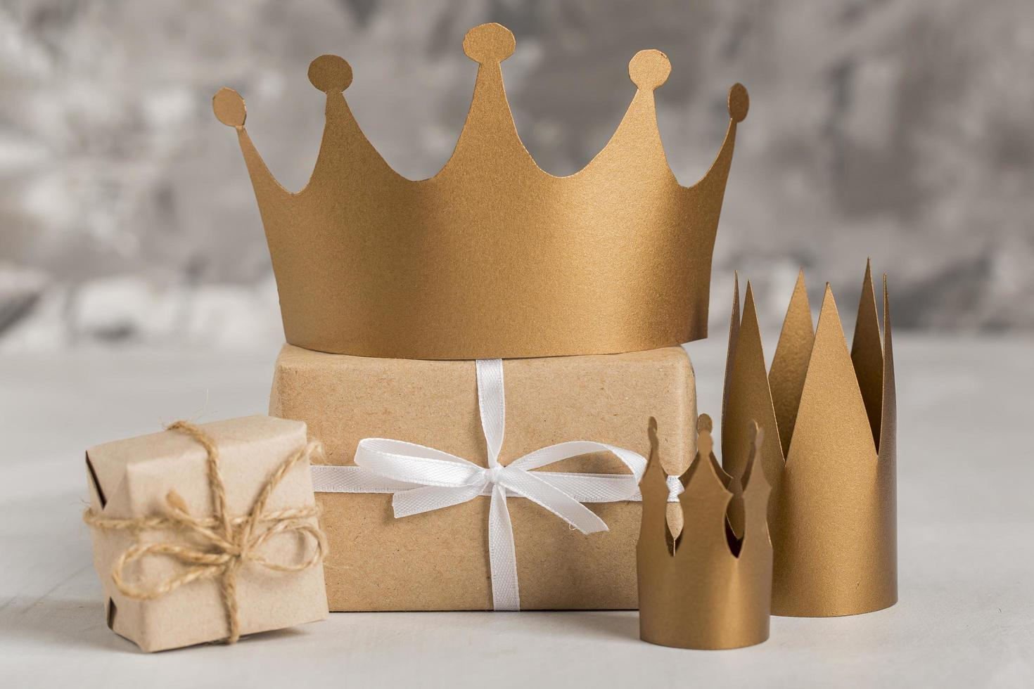 cadeaux et couronnes photo