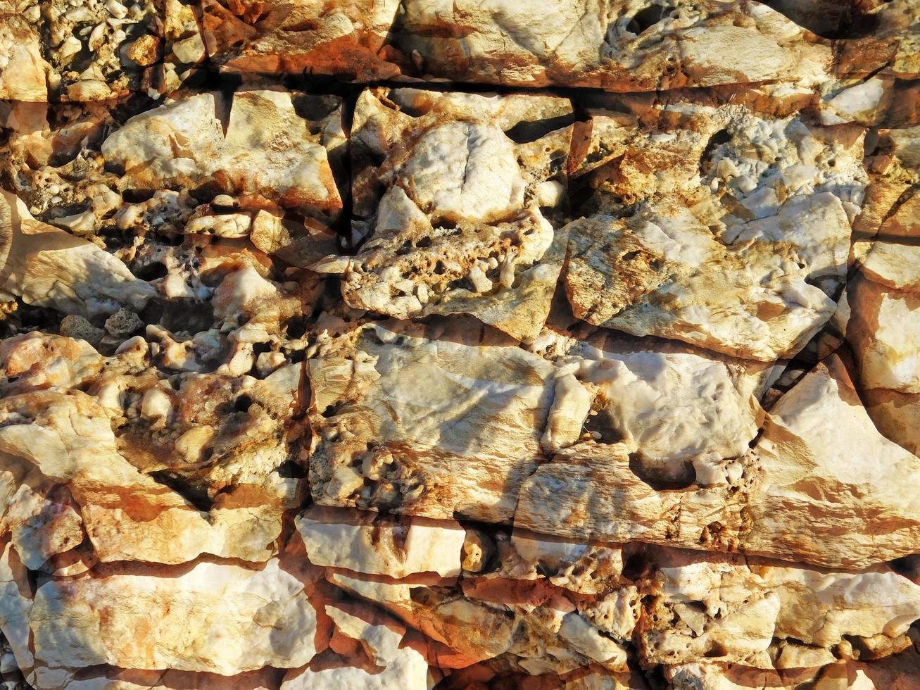 Détail du mur de pierre extérieur pour le fond ou la texture photo