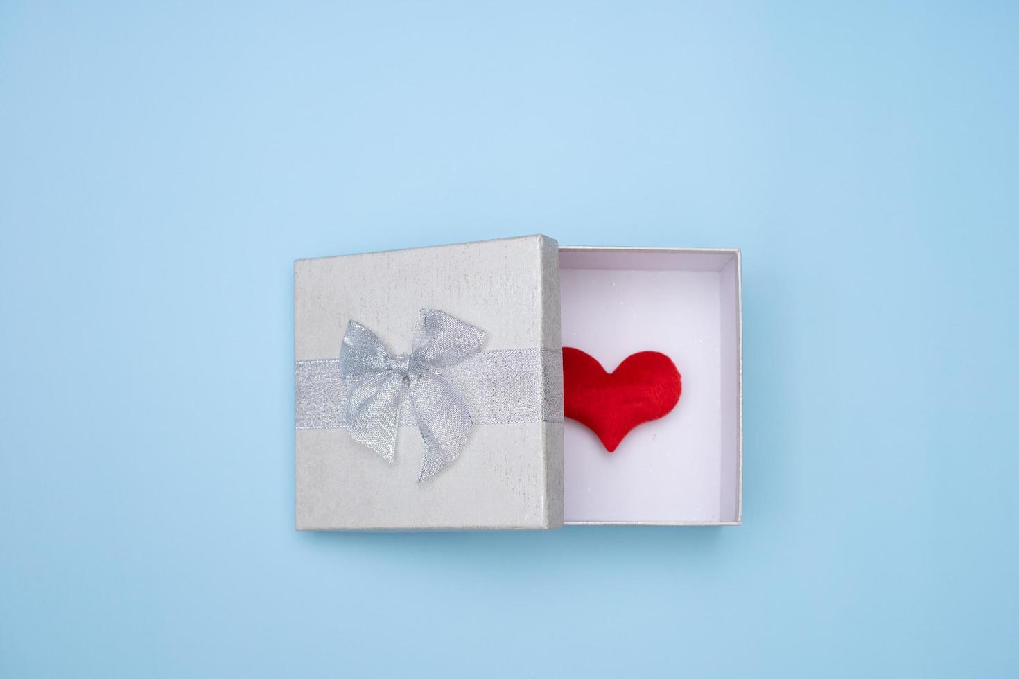 coeur dans une boîte cadeau photo