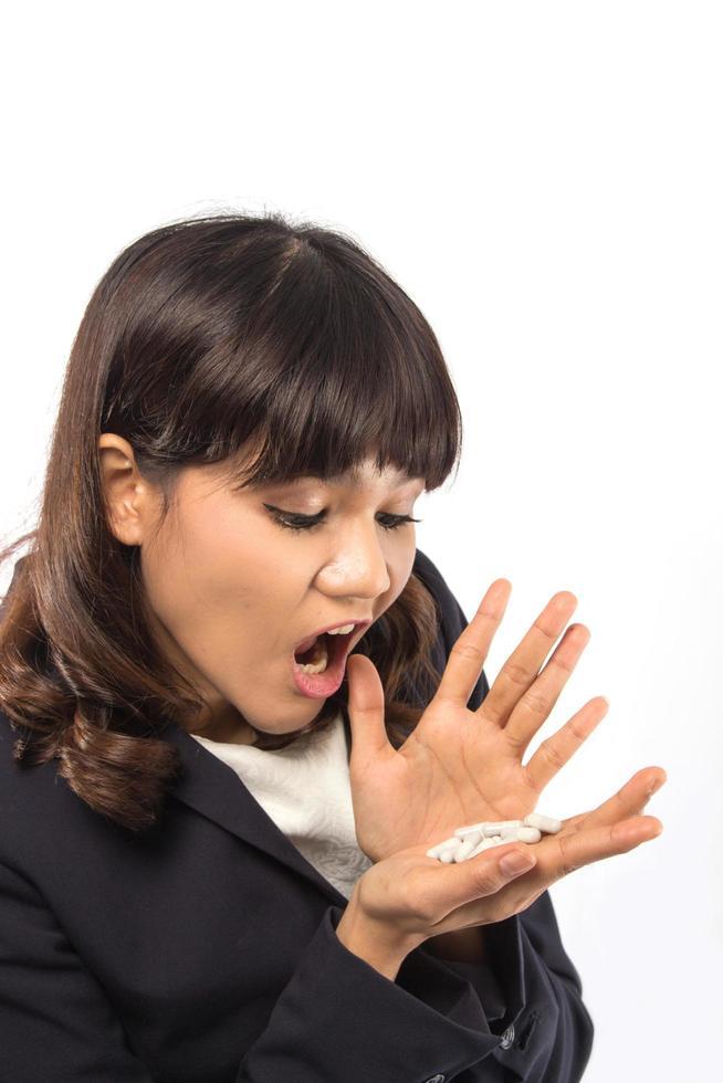femme surprise par les pilules photo