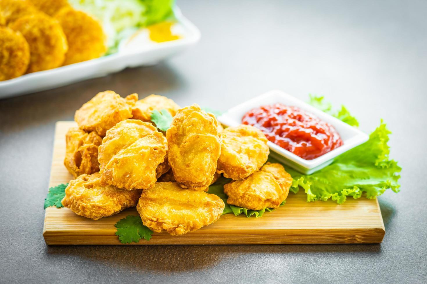 nuggets de poulet frits au ketchup photo