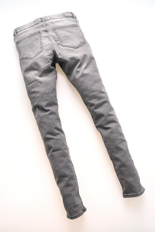 jeans gris sur fond blanc photo