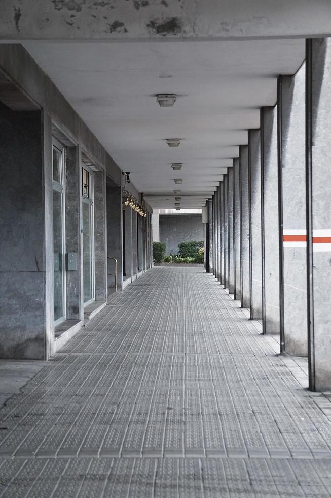 L'architecture de la colonne dans la ville de Bilbao, Espagne photo