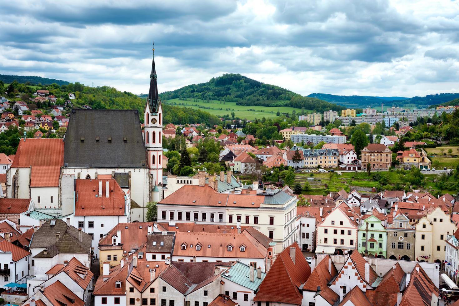 Surplombant la ville historique de cesky krumlov en République tchèque photo