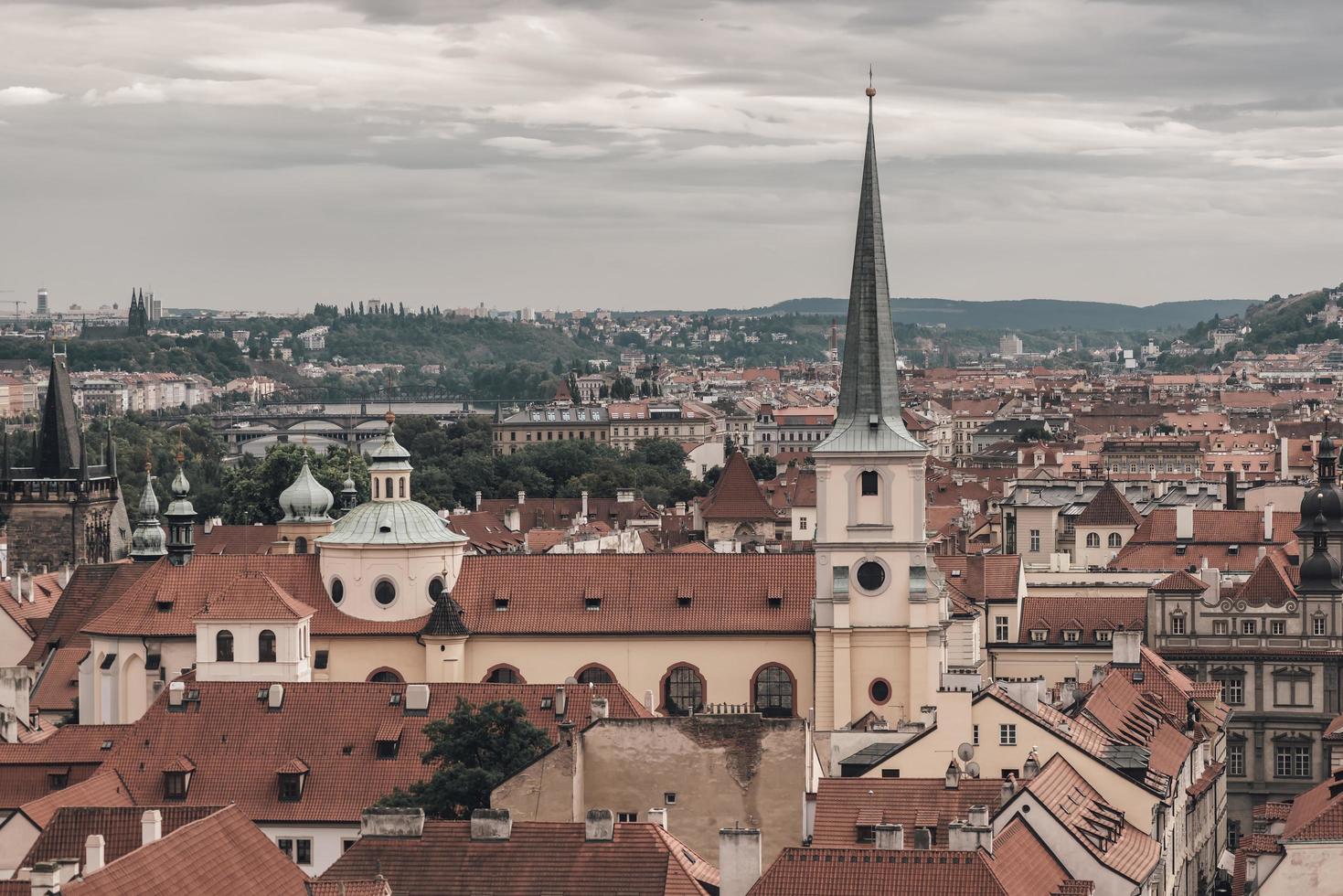 Vue du paysage urbain historique de Prague photo