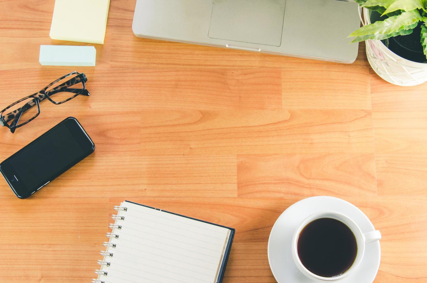 vue de dessus d'un bureau avec espace copie photo