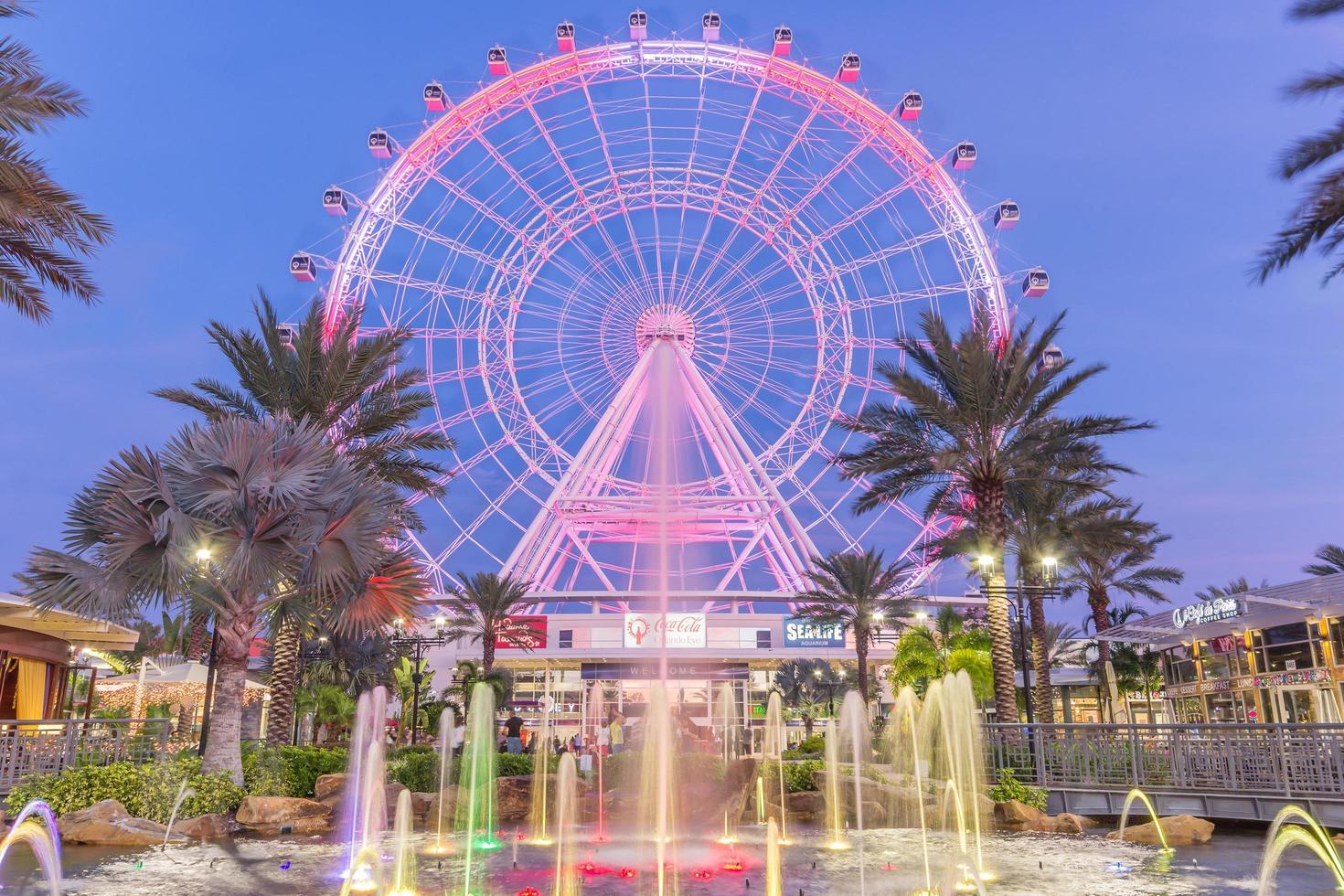 Orlando, Floride, USA 2016 - L'Oeil d'Orlando est une grande roue de 400 pieds de haut au cœur d'Orlando et la plus grande roue d'observation de la côte Est photo