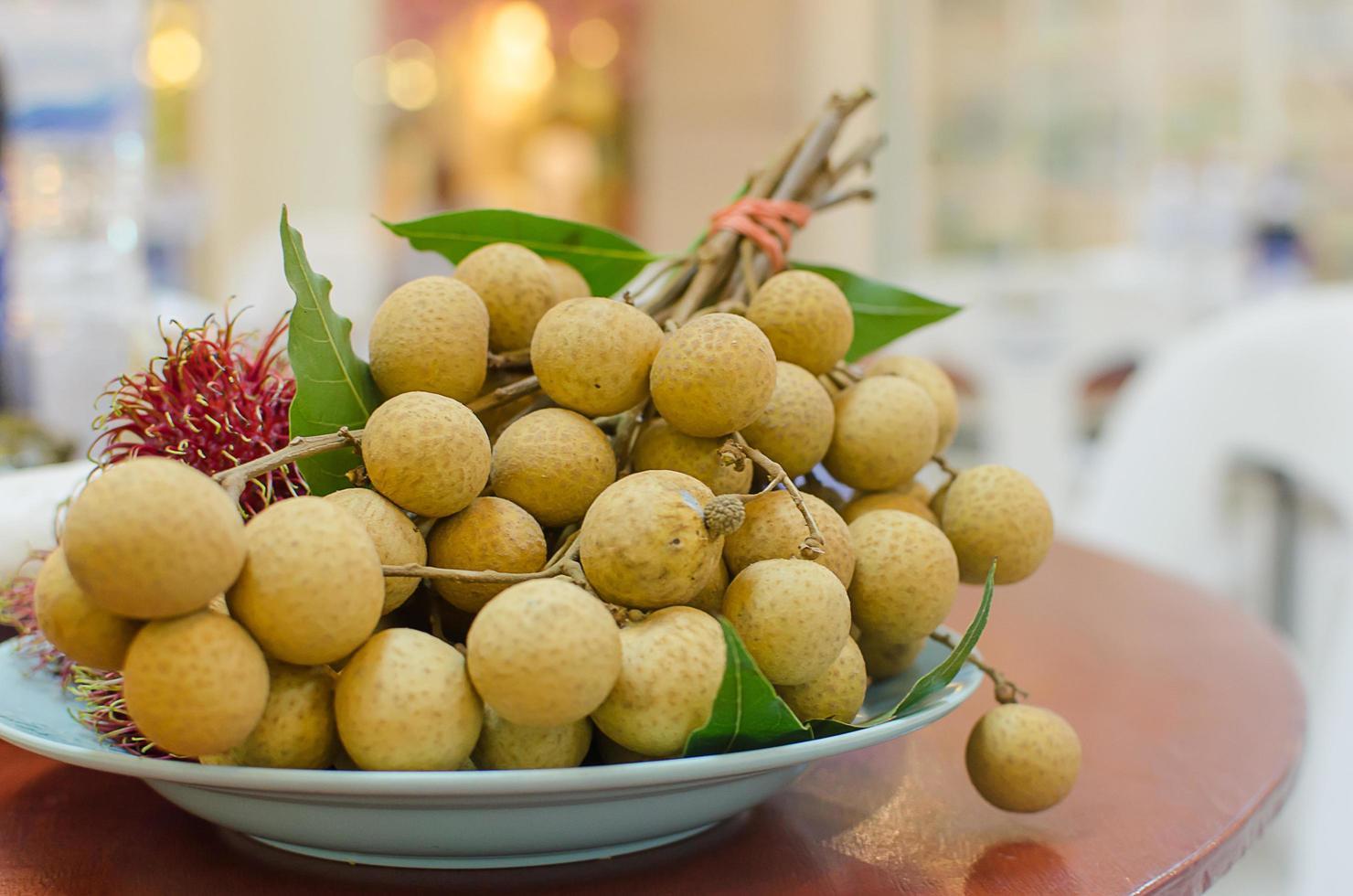 fruit longane dans un bol photo