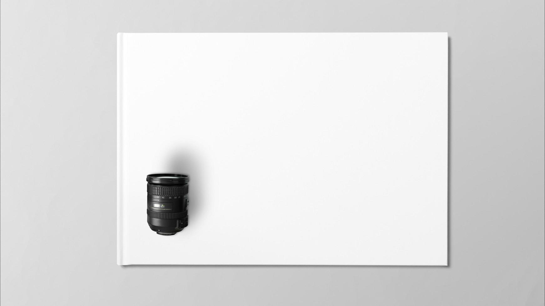 Objectif numérique sur papier blanc sur fond gris photo